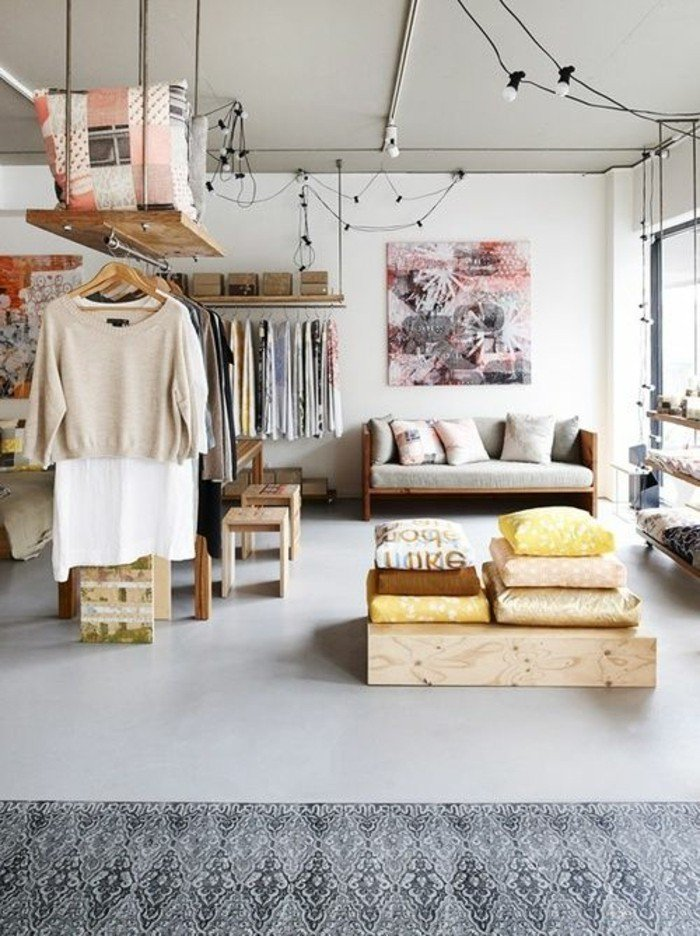 originales maneras de decorar salones pequeños, muebles de madera reciclada, decoración colores claros