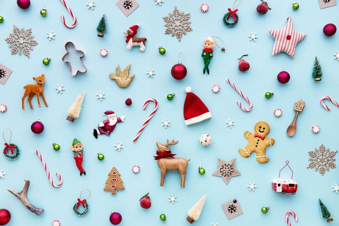pequeños adornos para colgar al arbol, detalles navideños de diferente forma, tarjetas de navidad originales