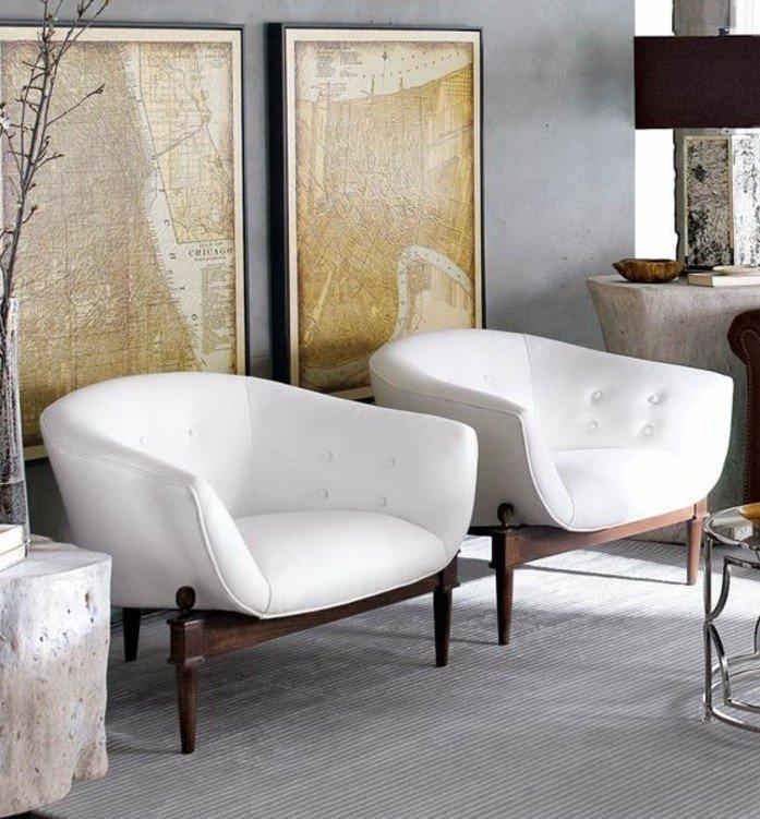 ingeniosos ejemplos de colores que combinan con gris, pinturas apoyadas en la pared, sillones blancos