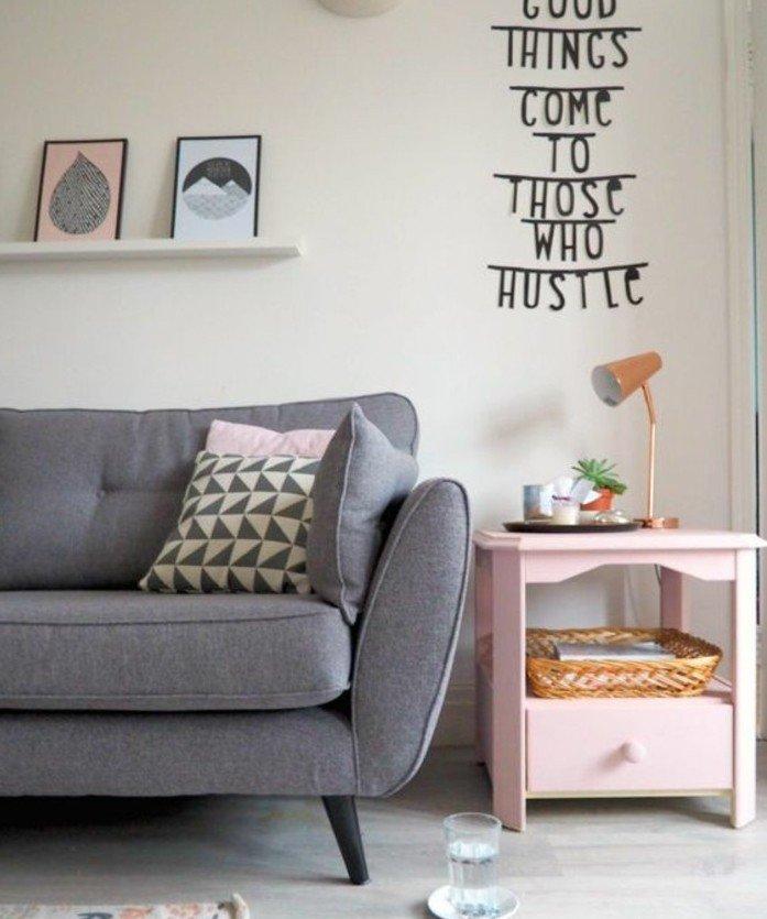 cómo decorar un salón moderno en gris, ideas de colores que combinan con gris