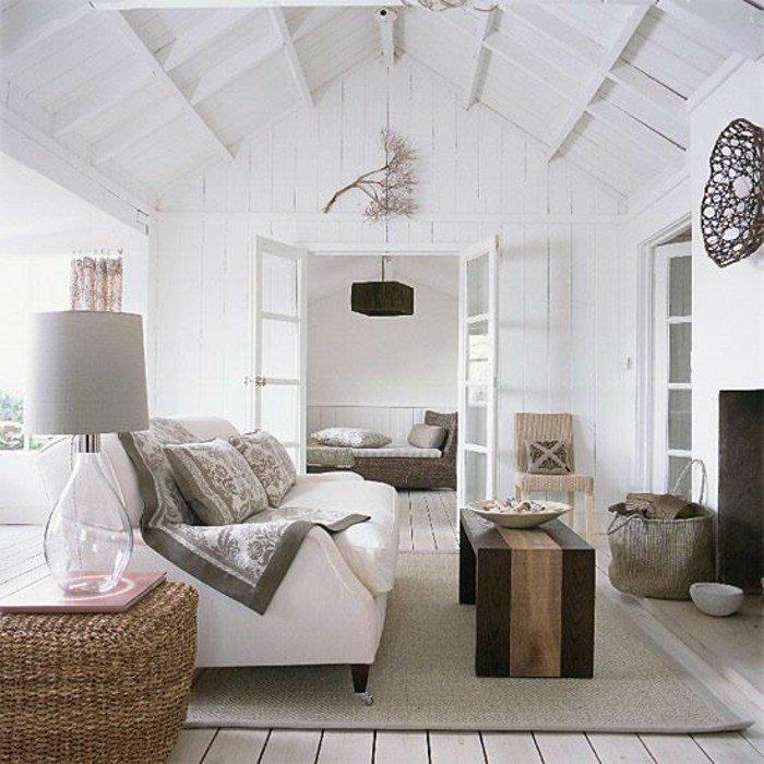 buhardilla decorada en blanco con mucho encanto, salones pequeños modernos con muebles de madera
