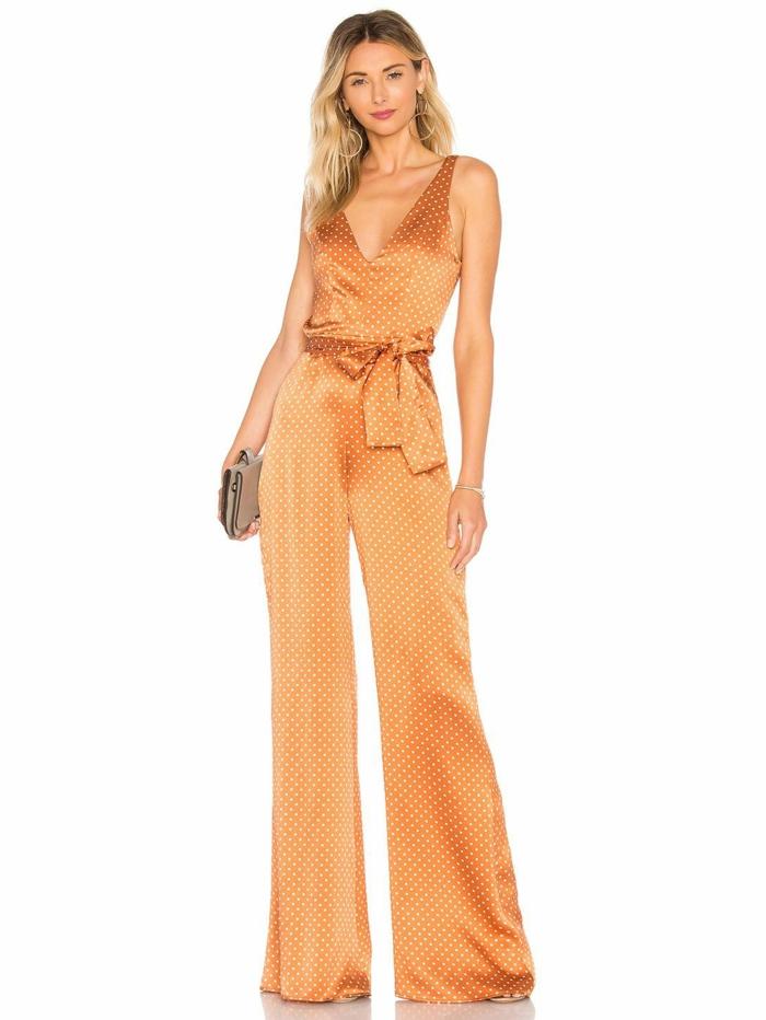 mono largo en color naranja con lunares blancas, precioso detalle en la cintura, diseños de monos para ir de boda