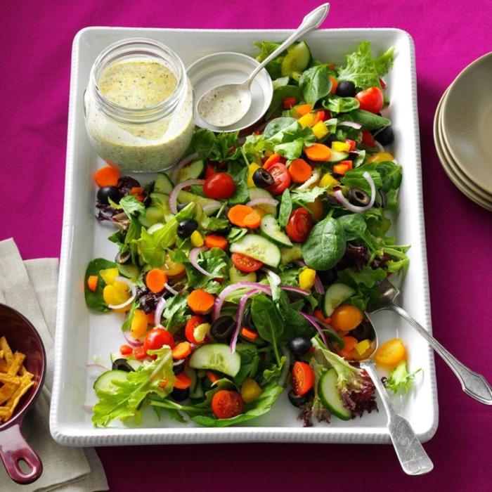 ensaladas saludables con salsa casera, recetas de ensaladas originales para Navidad en fotos