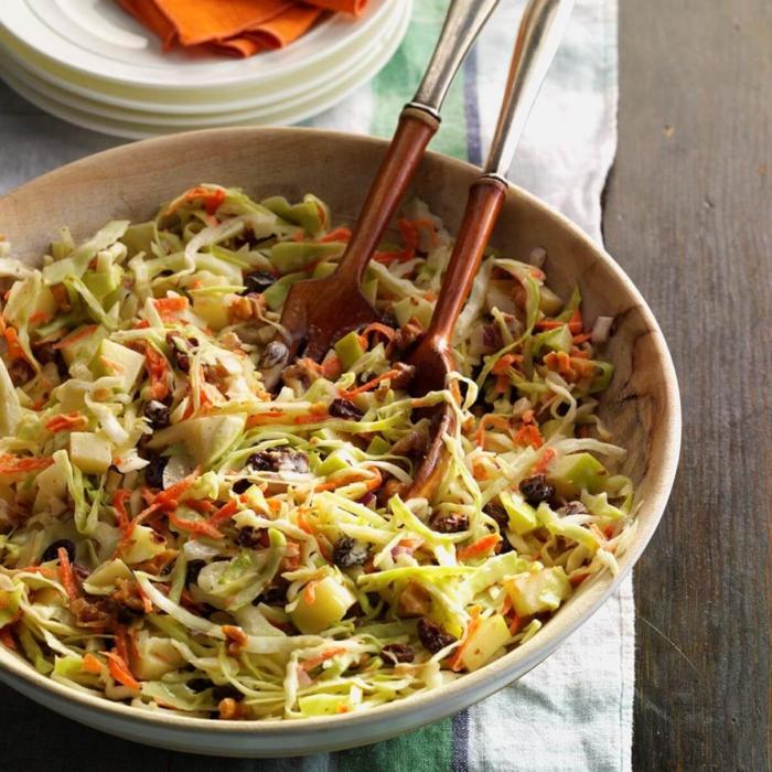 recetas navideñas sencillas de ensaladas saludables con col, zanahorias y nueces, imagines de ensaladas