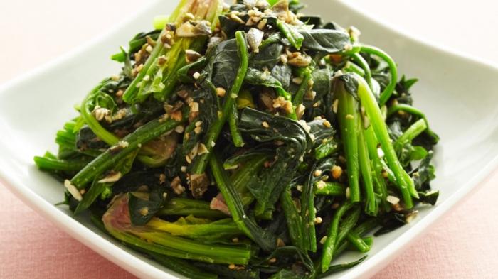 ideas de ensaladas saludables con muchas verduras en bonitas imagines, espinacas y esparragos