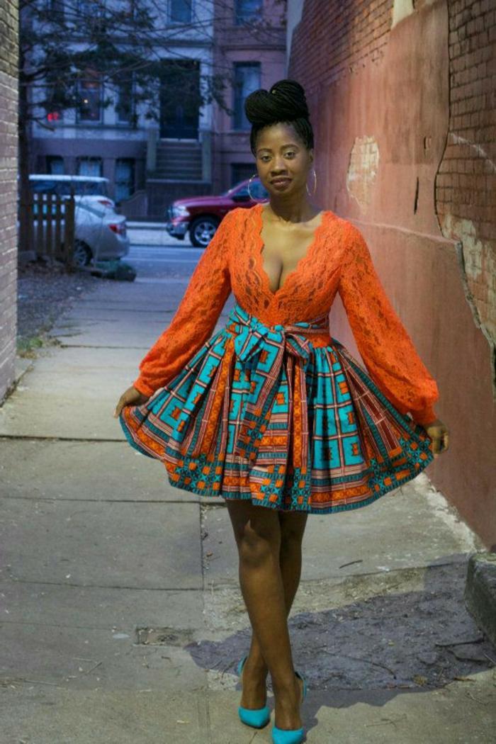 vestidos africanos en colores llamativos, falda con motivos geométricos en naranja y azul turquesa
