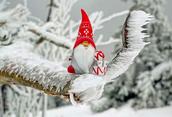 ideas de tarjetas con imagines navideñas felicitar la navidad, adornos navideños para el árbol