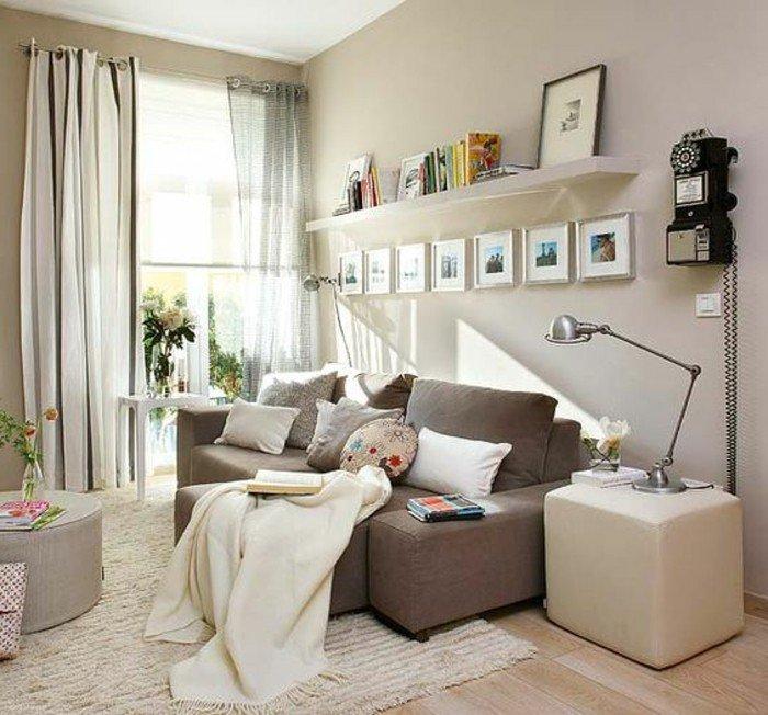 salón decorado en los tonos del beige y gris, como decorar un salon de dimensiones pequeñas