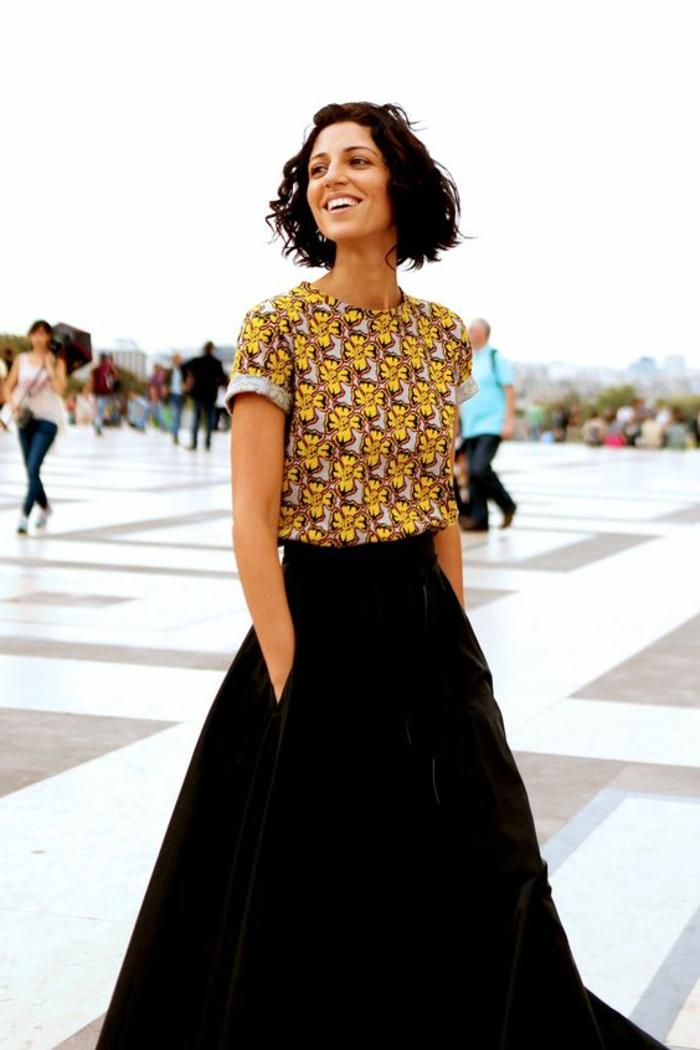 adorable outfit de falda maxy de terciopelo en negro y blusa con detalles etno en amarillo y beige