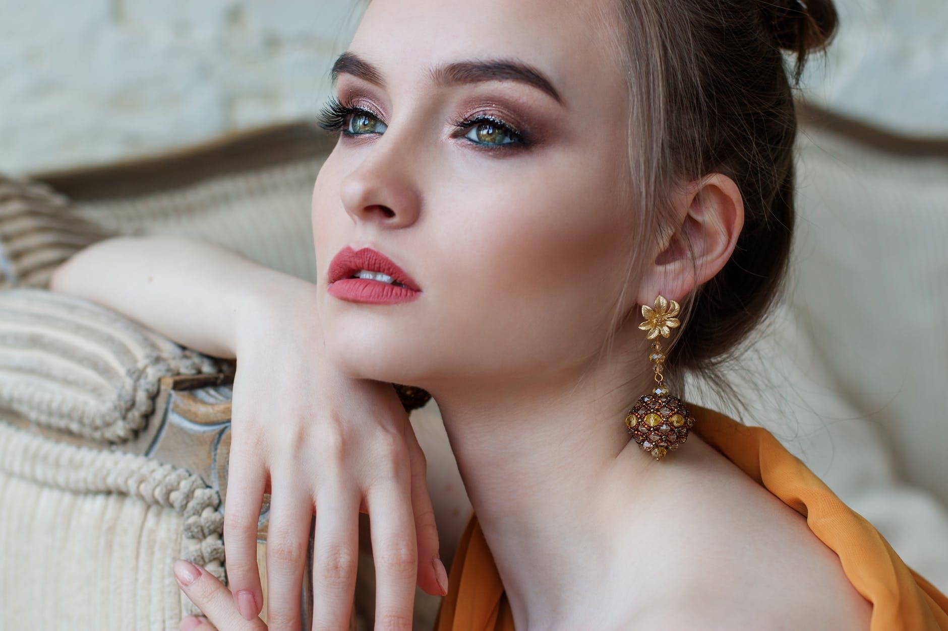 sofisticadas y elegantes ideas de peinados para ir de fiesta, recogidos para fiestas clásicos