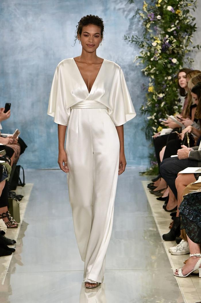 precioso mono blanco de satén, vestidos y atuendos modernos para bodas, elegantes diseños