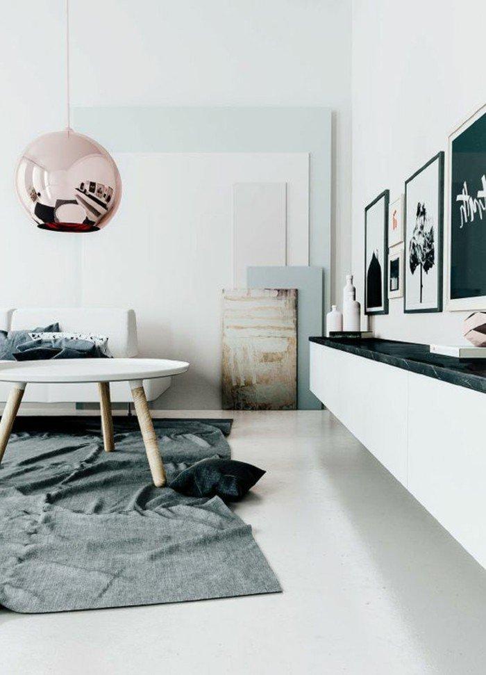 cómo decorar un salón pequeño según las últimas tendencias, paredes blancas, detalles en colores pastel