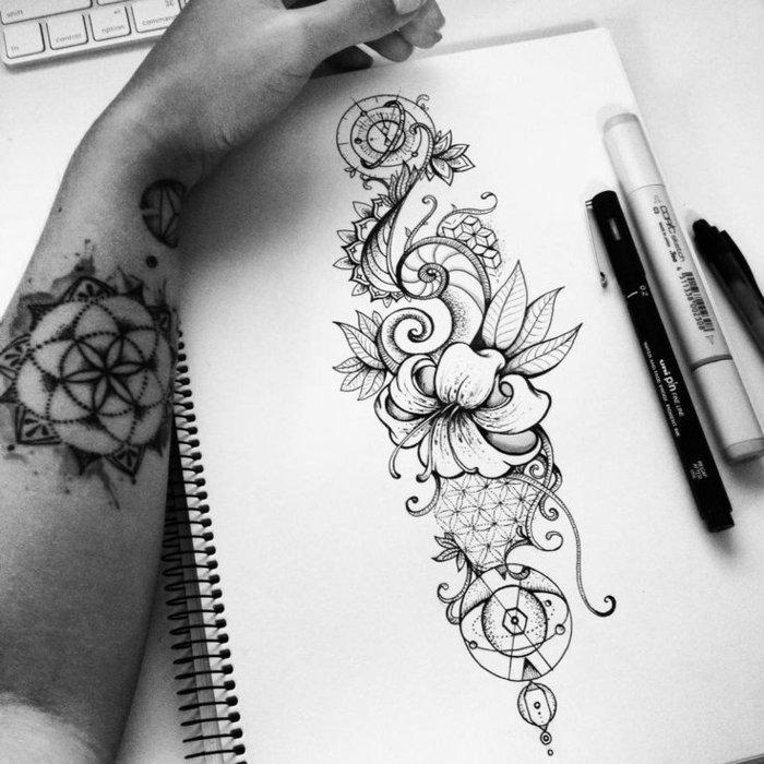 los mejores dibujos de tatuajes con motivos florales, tatuaje flor de loto, diseño super original