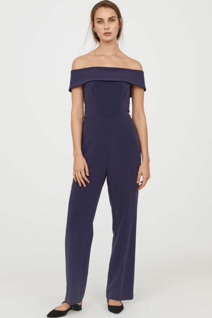 como vestir para una boda de dia, mono color lila oscuro con escote barco y mangas cortas