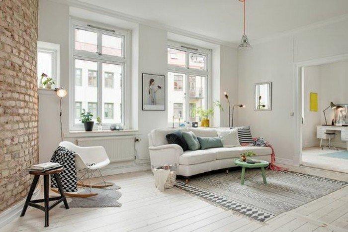 decoracion salon moderno en blanco, gris y beige, suelo de parquet, paredes en blanco