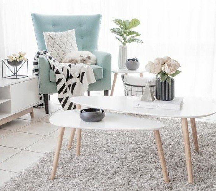rincón acogedor en un salón en colores claros, color gris perla y azul claro