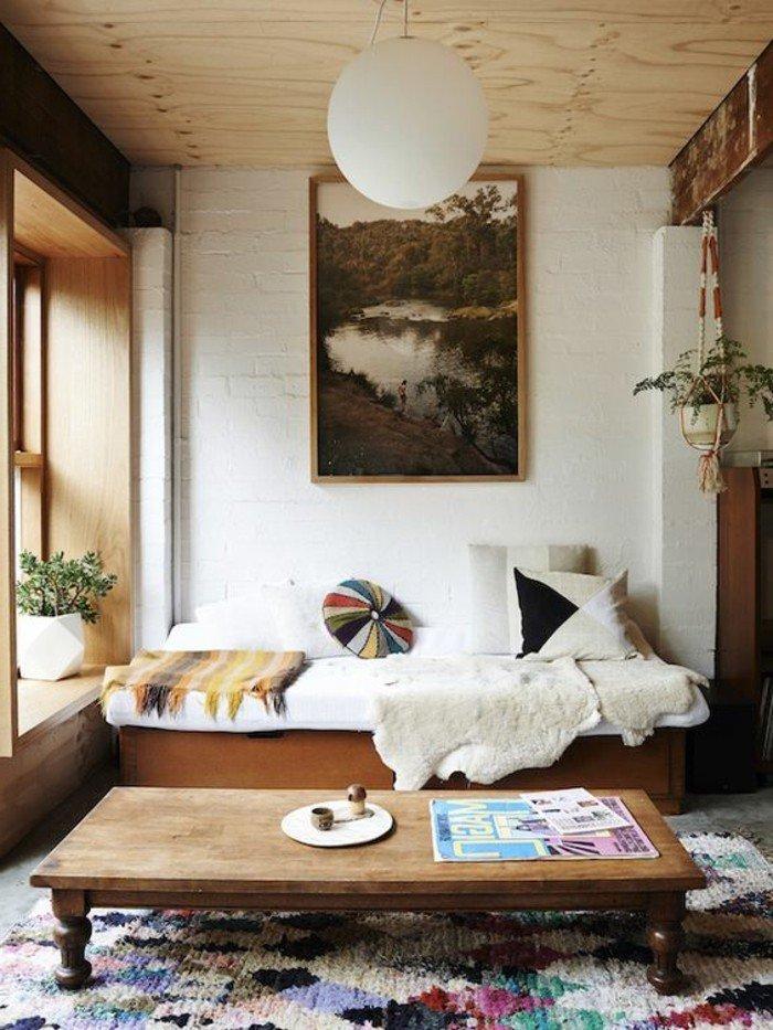 decoracion salon moderno con toque rústico, decoración en blanco y beige, pintura en la pared