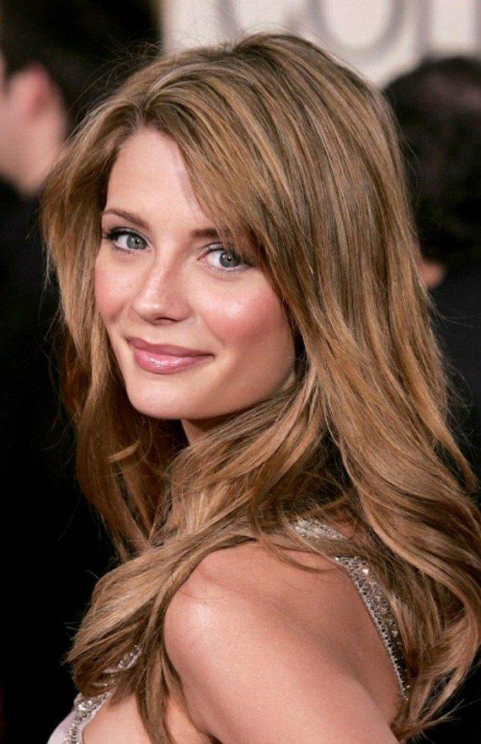 Misha Barton con melena con mechas, pelo castaño con mechas, ejemplos de celebridades con pelo castaño claro