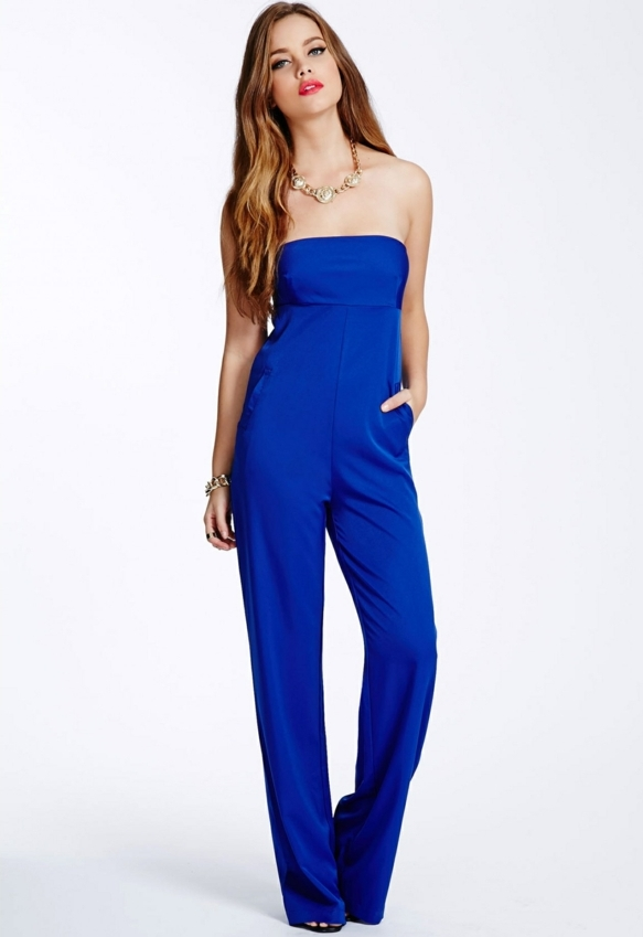 precioso mono en color azul, preciosas ideas sobre como vestir para una boda de dia en fotos