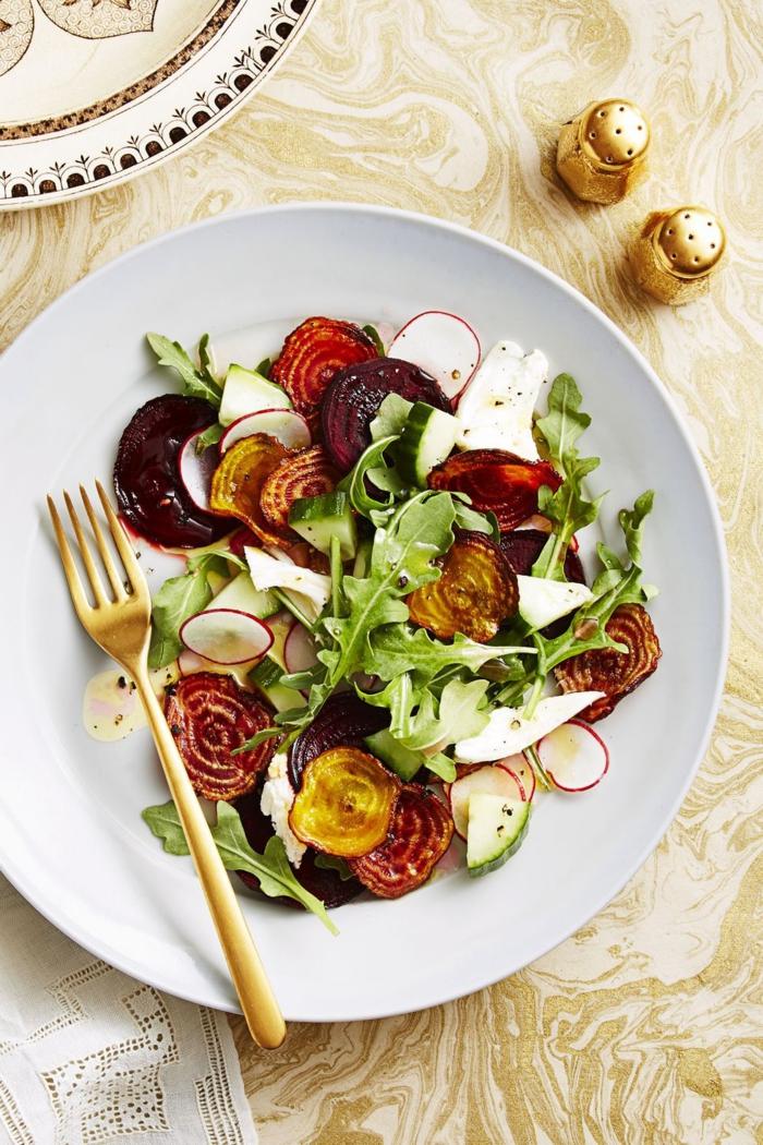 tipos de ensaladas ricas con legumbres y verduras, remolacha cocina, rucola, cebolla y queso