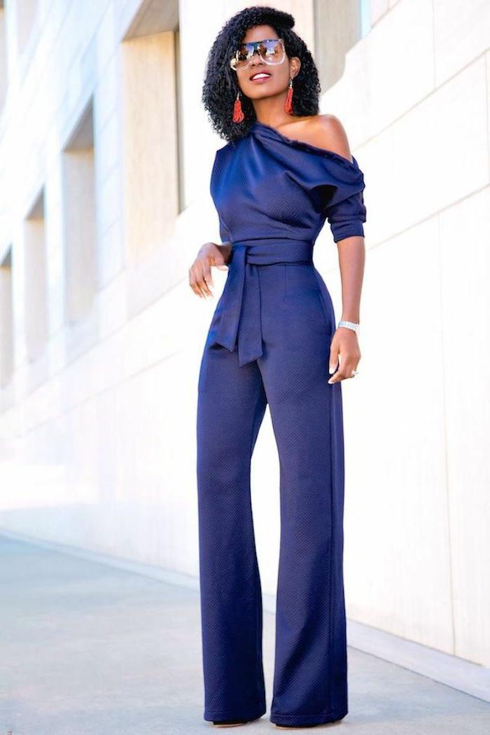 ingeniosas propuestas sobre como vestir para una boda de dia, largo mono en color azul oscuro