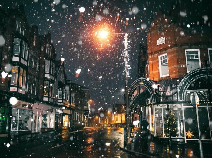 paisajes de navidad bonitos, ciudad llena de luces en Navidad, imagines adorables para regalar