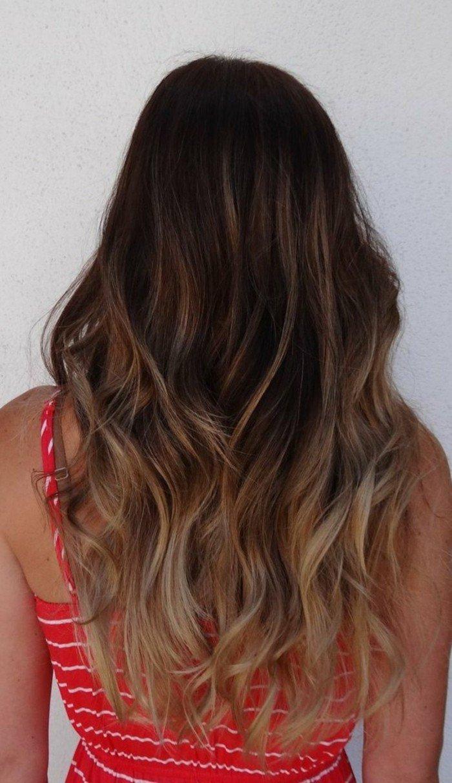 cabellera ondulada con mechas ombre, pelo castaño con mechas, pelo largo con reflejos