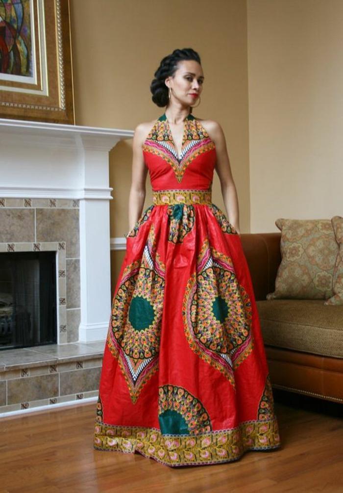 precioso vestido en rojo, beige y verde con bonitos motivos florales, mujer con cabello recogido trenzado