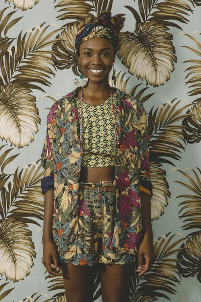 bonitas propuestas de prendas con estampados etno, conjunto en colores cálidos motivos florales
