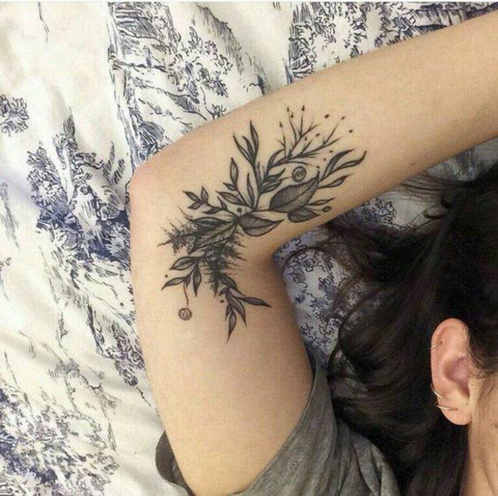 hermosas propuestas de tatuajes con flores y motivos botánicos, tatuajes en el brazo mujer