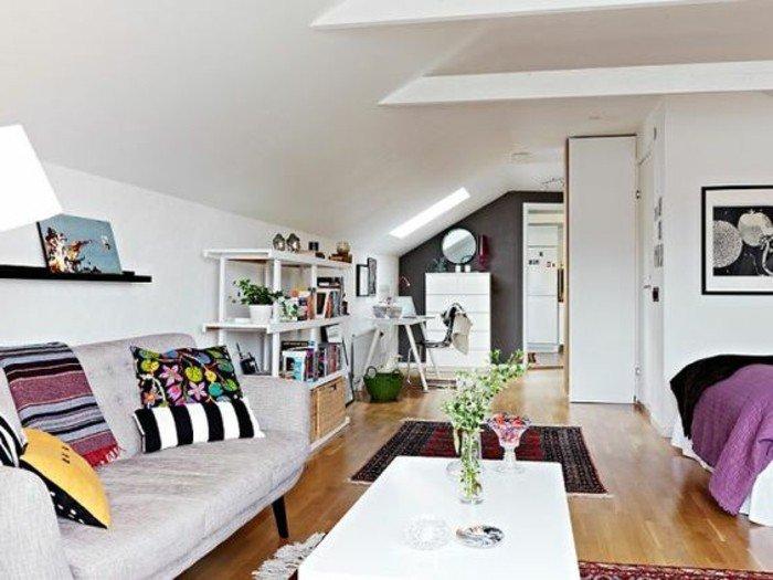 salon comedor pequeño con muchos objetos decorativos, decoración de salónes en estilo bohemio