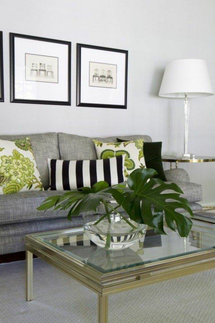 salones grises y blanco, pinturas en la pared, sofá en color gris y almohadas decorativas