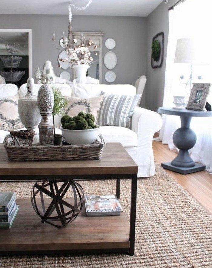 salón en estilo vintage con paredes grises, sofá en color blanco y mesa de madera