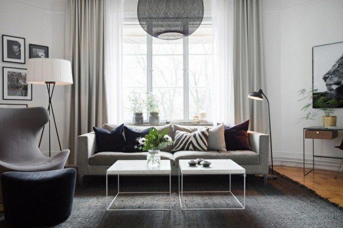 preciosas fotos de habitaciones pintadas en dos colores, salón moderno en blanco yy gris con sofá y sillones