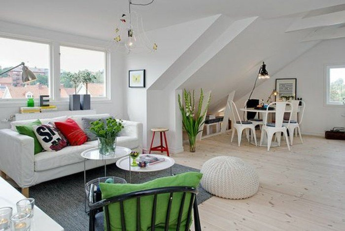salón comedor decorado con mucho encanto según las últimas tendencias, sofá blanco, suelo de parquet