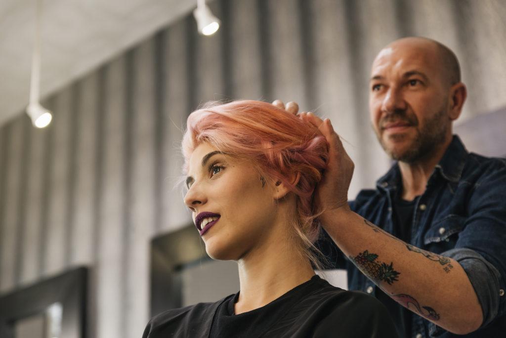 peinados para eventos oficiales, bonito recogido para cabello largo, ideas sobre como encontrar un peluquero de confianza