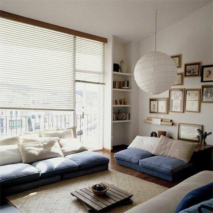 cómo decorar un salón moderno, sofá en azul y beige, espacio decorado en estilo minimalista