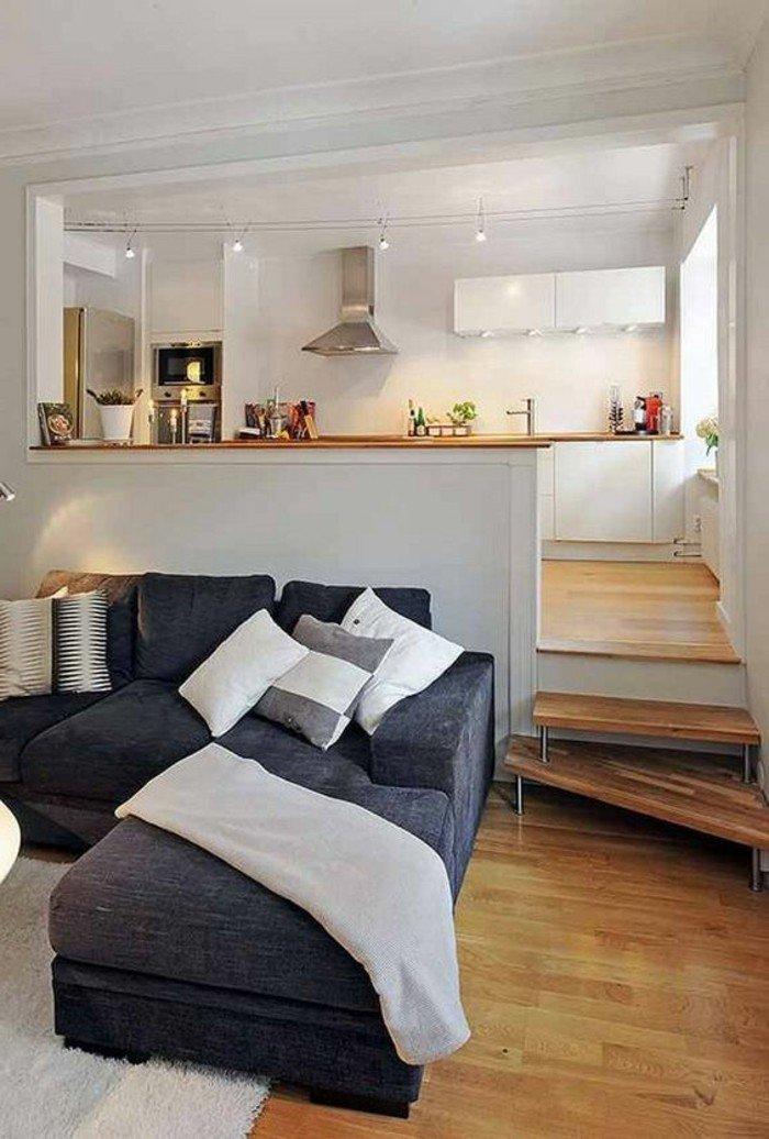 decoración de espacios pequeños según las últimas tendencias, sofá en gris oscuro, suelo de parquet