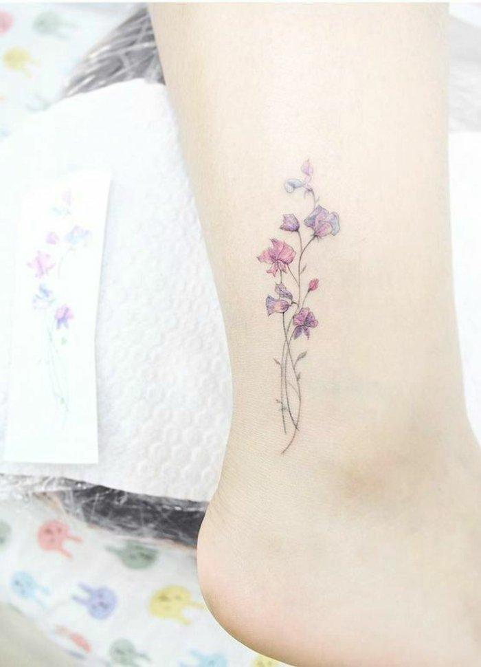 diseños bonitos de tatuajes pequeños en colores pastel, detalles elegantes para mujer