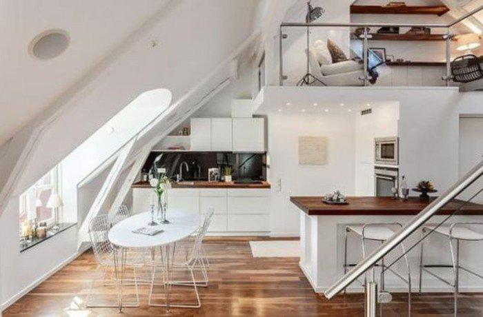salón moderno con techo inclinado, salon comedor pequeño en estilo contemporáneo