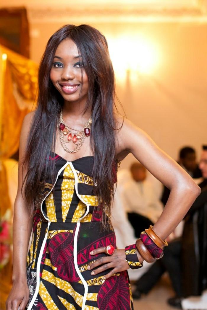 fotos de modelos de vestidos boho chic con inspiración afro, accesorios modernos hechos a mano