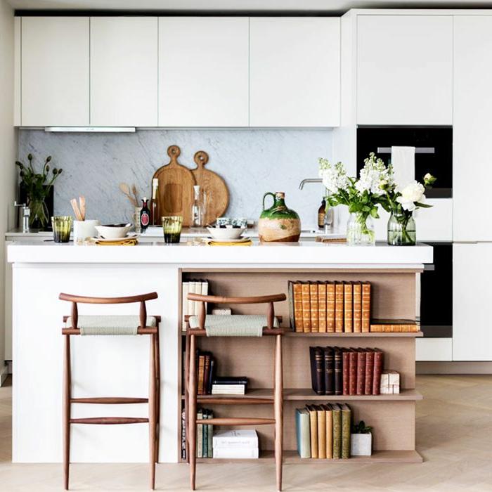 adorables propuestas de cocinas en colores blancos, cocinas pequeñas con isla de diseño super original