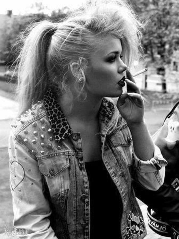 chaqueta de denim con perlas y estampado animal, ideas de moda de los 80, outfit old school