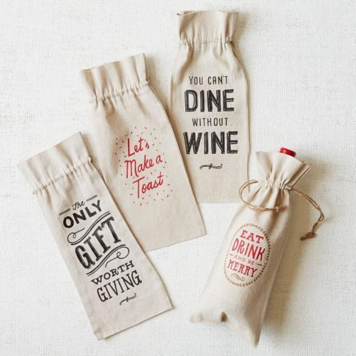 bolsas de tela con letras para regalar una botella de vino, ideas de bolsas de embalaje originales para botellas pequeñas