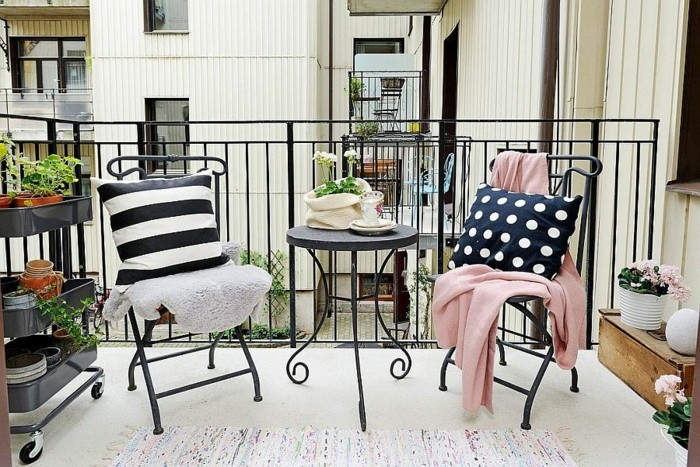 bonitas propeustas de decoracion terrazas pequeñas de diseño, cojines decorativos, mantas en colores pastel