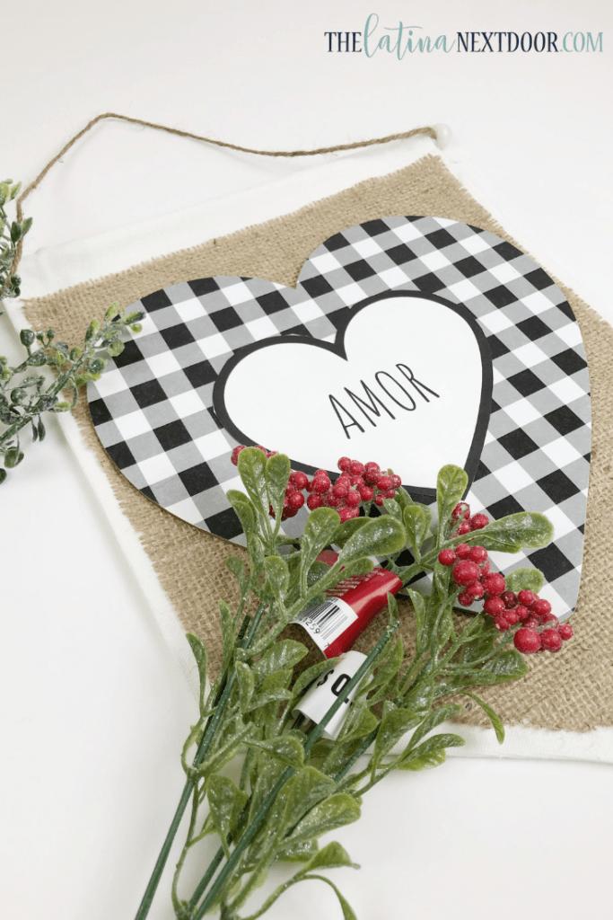 preciosos ejemplos de regalos originales para novios hechos a mano, cuadro decorativo corazon