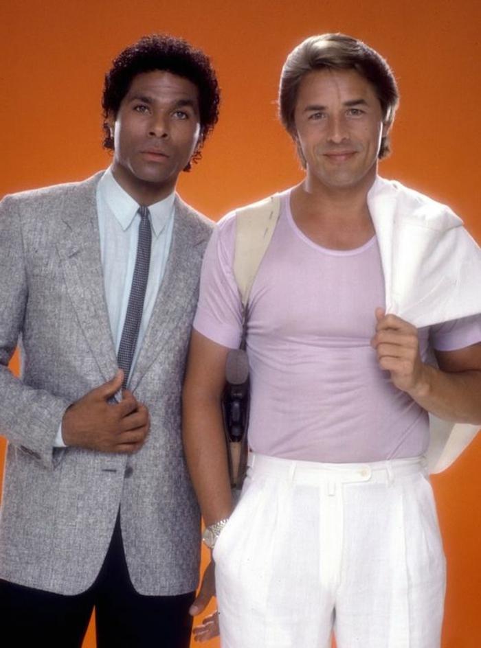 ideas de prendas para hombres de la moda de los 80, pantalones cintura alta, chaquetas oficiales