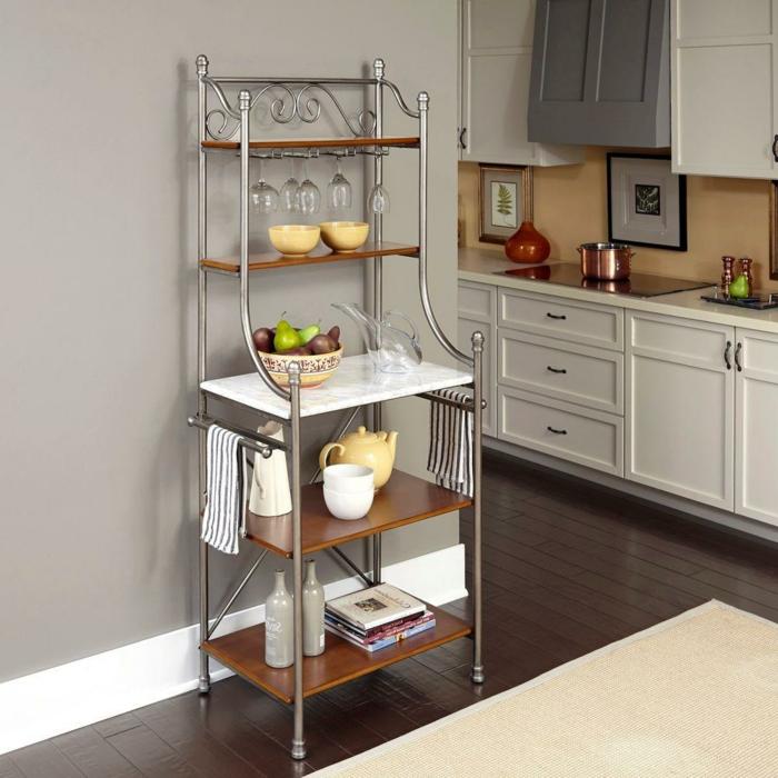 decoración de cocinas con isla decoradas en gris y blanco, suelo de parquet, armarios en gris claro