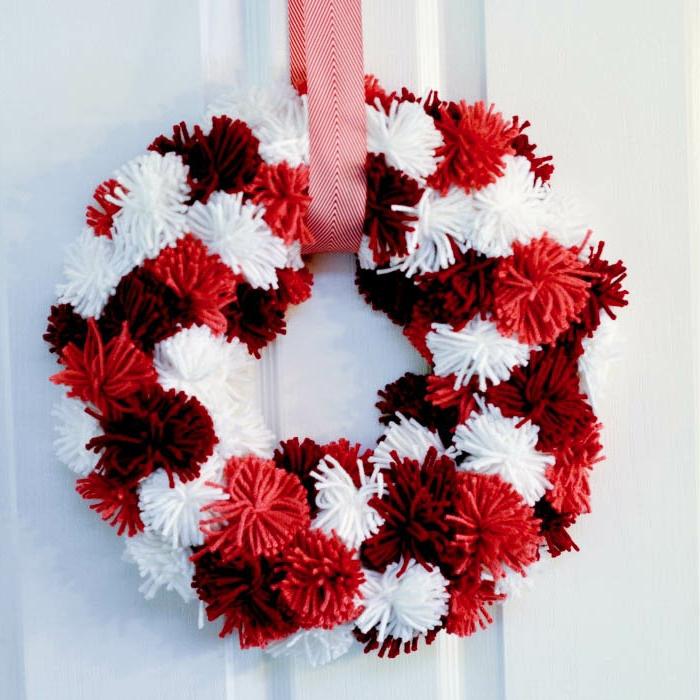 corona de pompones en blanco y rojo para soprender a tu pareja el 14 de febrero, manualidades san valentin
