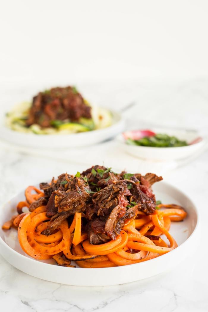 carne de ternera cocido al horno con verduras, papas fritas, originales propuestas de menu san valentin